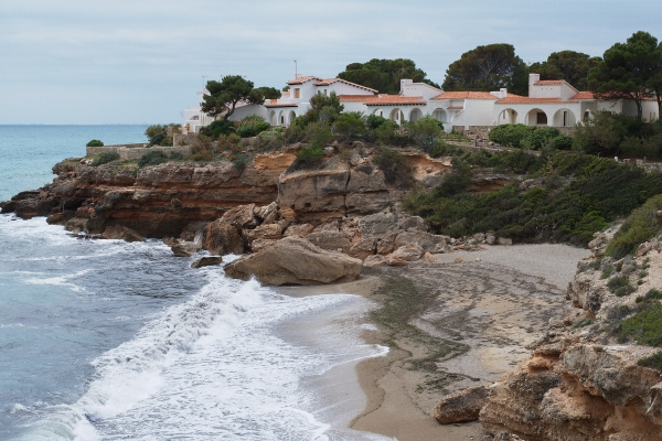 Houses and villas by the sea in Spain